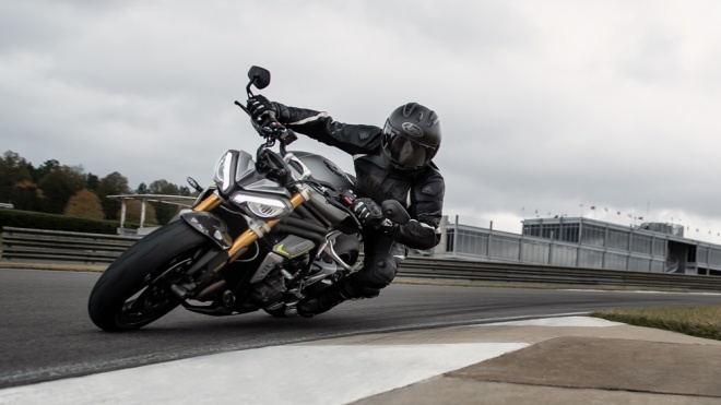 Riding the 2021 Triumph Speed Triple 1200 RS on the track.