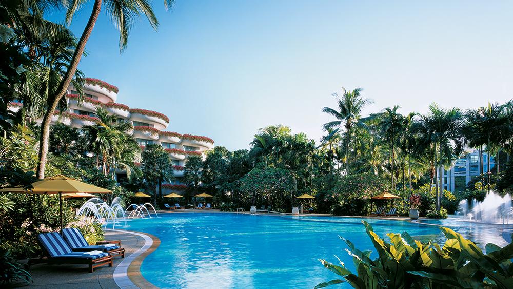 The pool at the Shangri-La Singapore