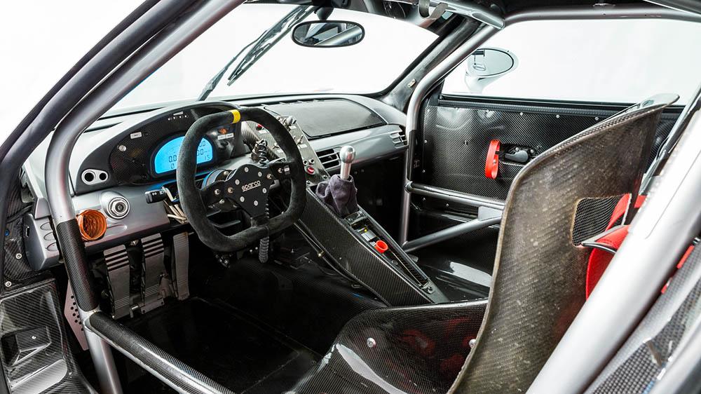 Inside the 2005 Porsche Carrera GT-R