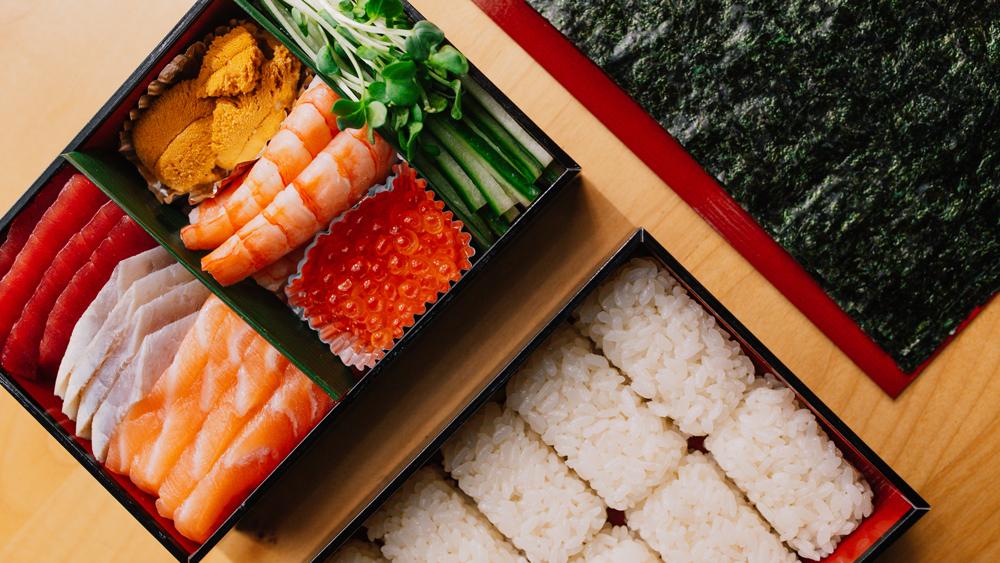 sushi tama temaki set fish seaweed rice