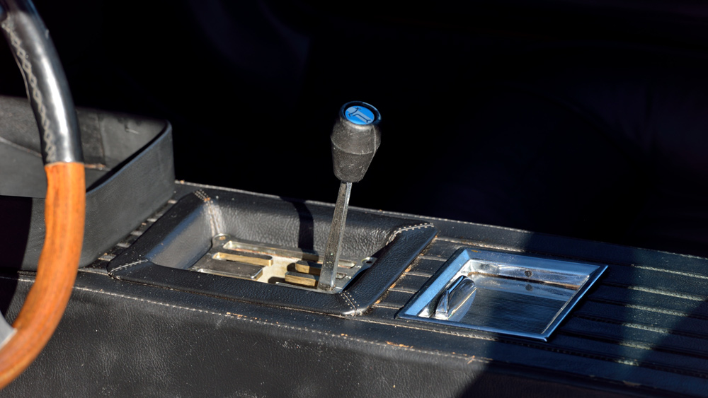 The gear shift inside a 1970 De Tomaso Mangusta.