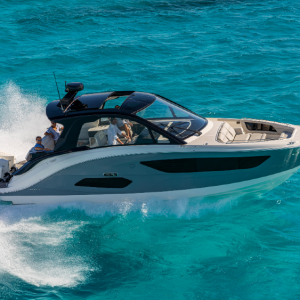 Sea Ray's new 370 Outboard showcases its ne design