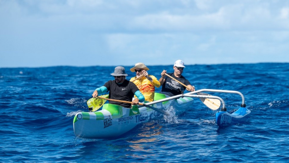 The Two Adventurers Who Dove 17,000 Feet Underwater To Climb the Summit of a Hawaiian Volcano
