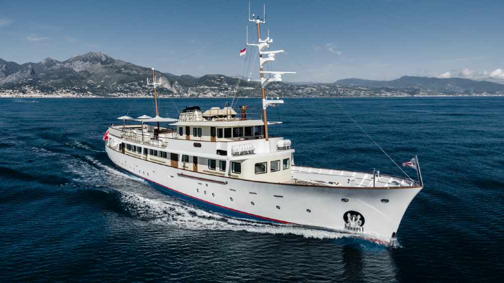 1950s Feadship Istros was recreated with modern engines and interior