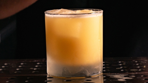bourbon whiskey sour gold rush cocktail