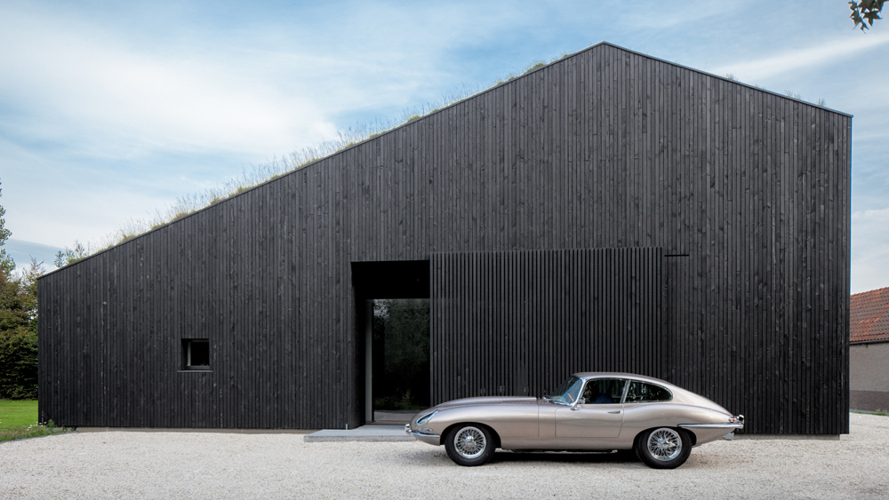 A minimalist Dutch villa by FilliéVerhoeven Architects is a perfect backdrop for this Jaguar E-type Series 1, made from 1961 to 1967.