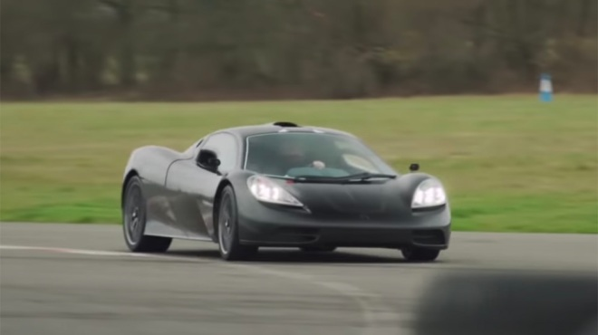 Gordon Murray test drives the T.50 XP2 before his test drive