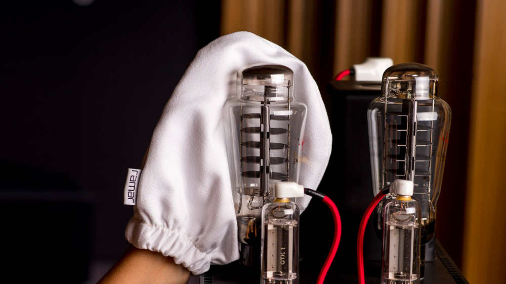 Ramar's special white hand mitt is designed for gentle cleaning of vacuum tubes and other demanding surfaces of delicate electronic equipment.