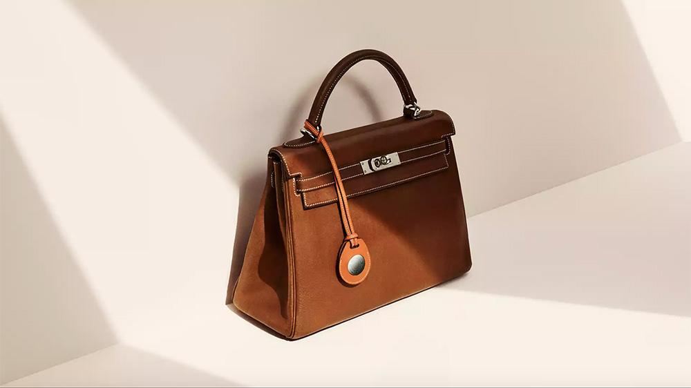 The Apple AirTag Hermès bag charm