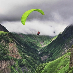 Hang gliding in Oman