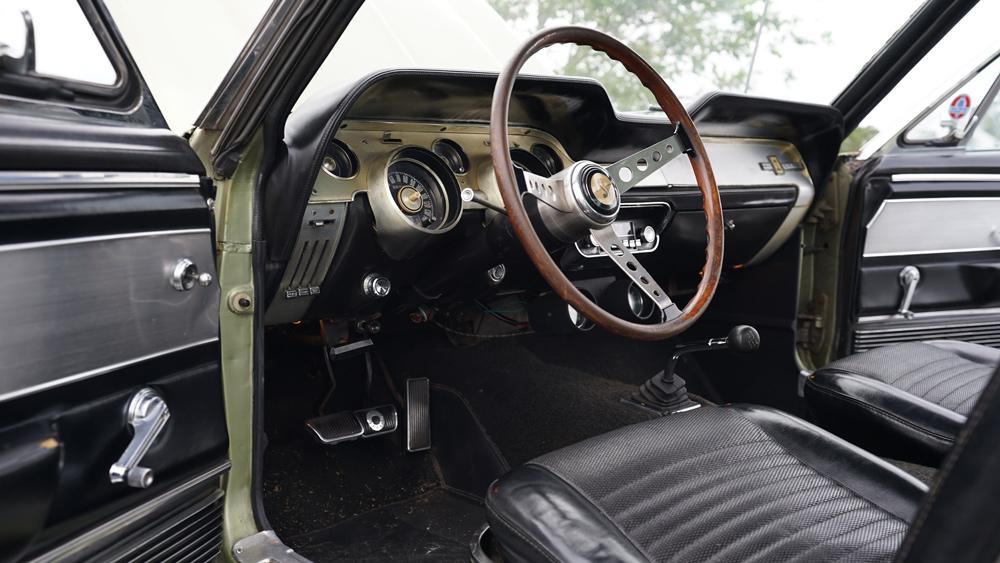 التصميم الداخلي لسيارة شيلبي GT500 1967 غير المعاد تجديدها.