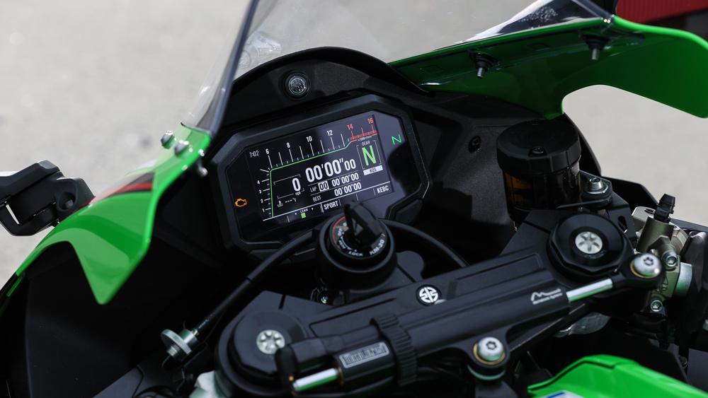 The dash on the 2021 Kawasaki ZX-10R superbike.