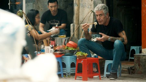 Anthony bourdain eating noodles