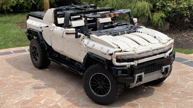 technic-AI's GMC Hummer EV Lego set
