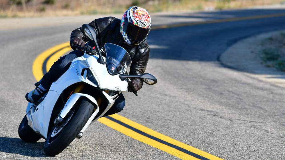 Riding the 2021 Ducati SuperSport 950 S sportbike.