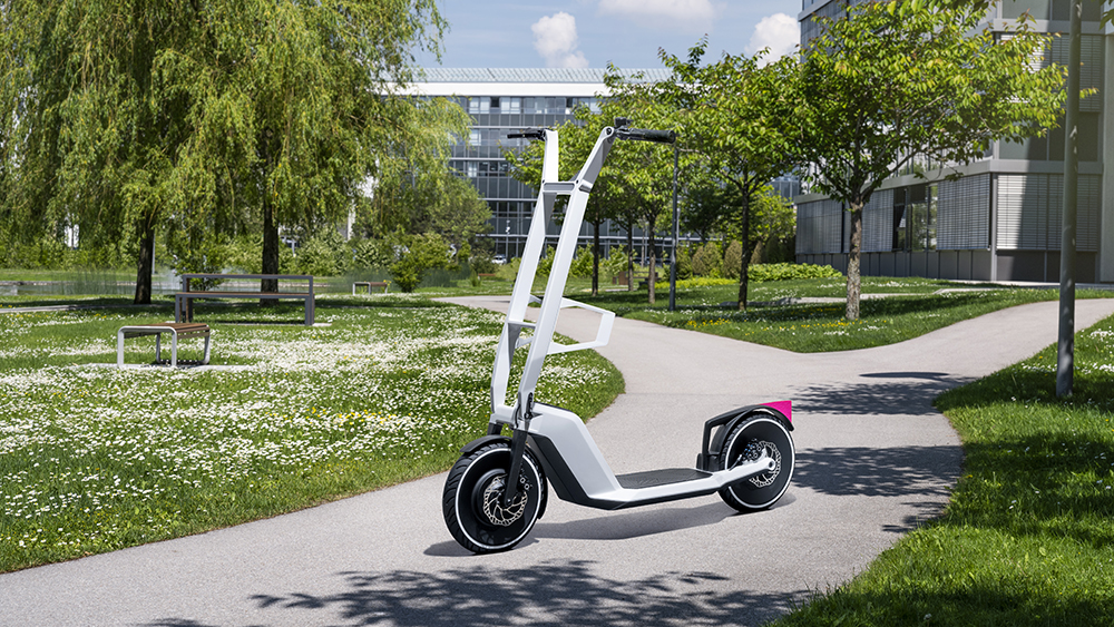 BMW Clever Commute Scooter