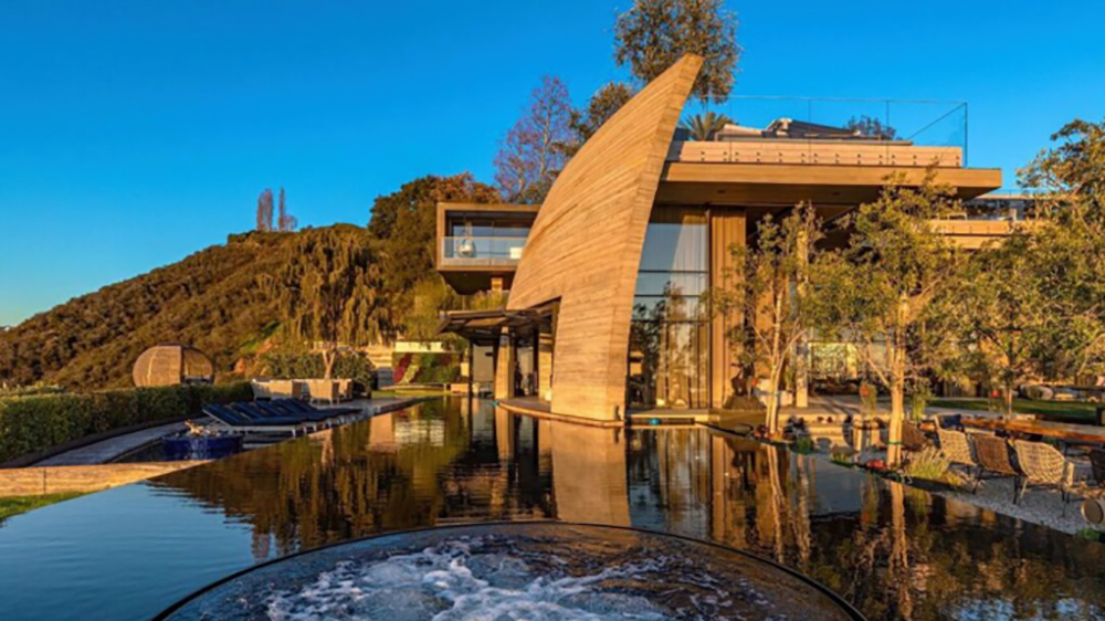 A Mysterious Crypto Billionaire Just Snagged This LA Mansion for a Record-Breaking $83 Million
