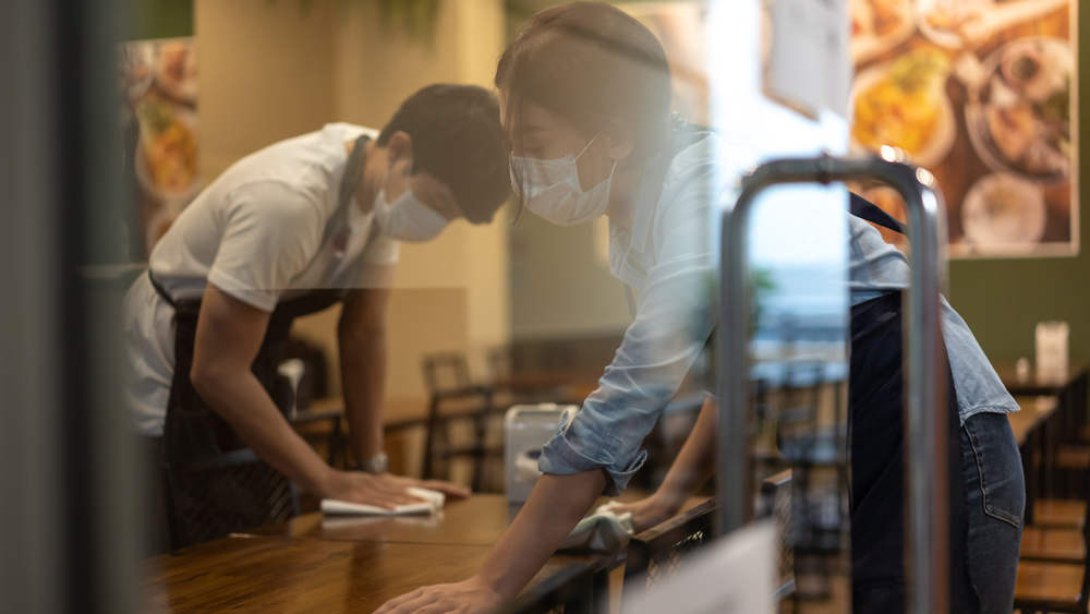 restaurant workers cleaning mask covid