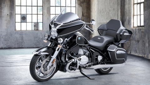 The 2022 BMW R 18 Transcontinental motorcycle.