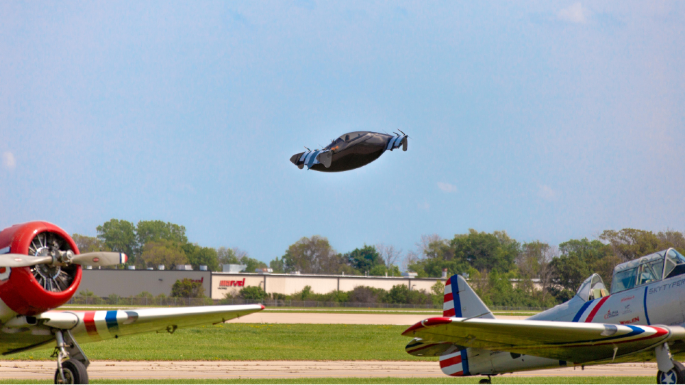 Blackfly in front of a crowd last weekend at AirVenture