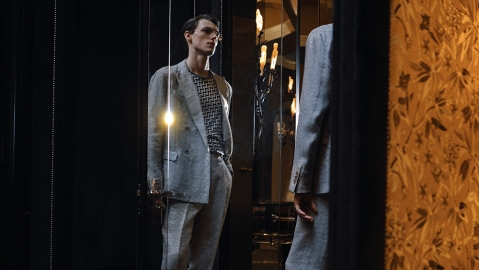 Giorgio Armani's 80s-inspired 4-button double-breasted suit.
