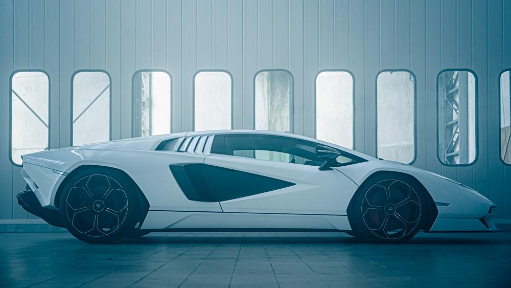 The Lamborghini Countach LPI 800-4.