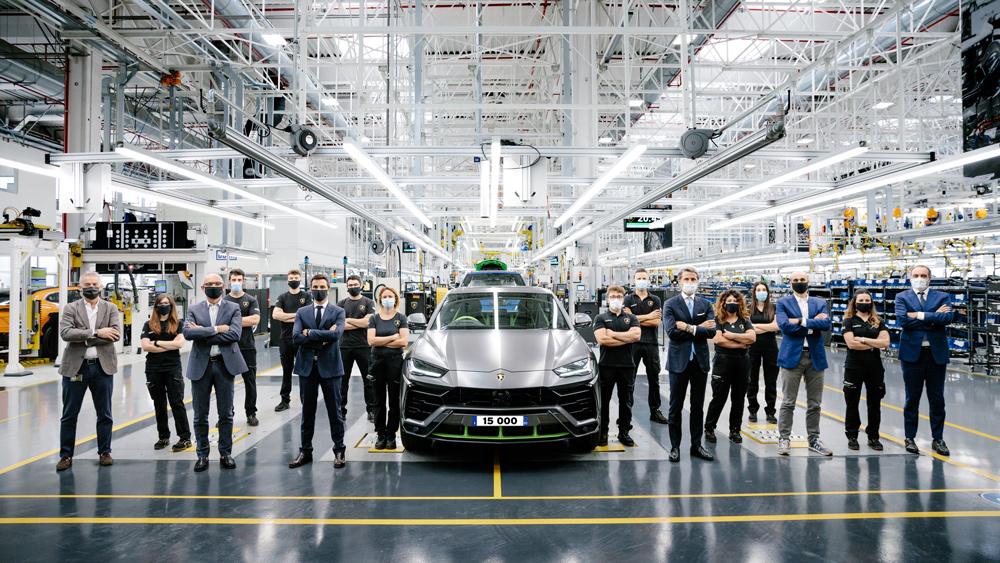 Commemorating the 15,000th Lamborghini Urus built.