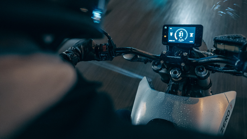 The dash of the 2022 Zero FXE electric motorcycle.