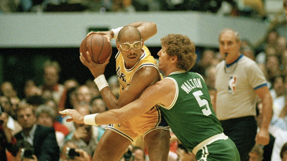 Abdul-Jabbar takes on Bill Walton of the Boston Celtics in 1987